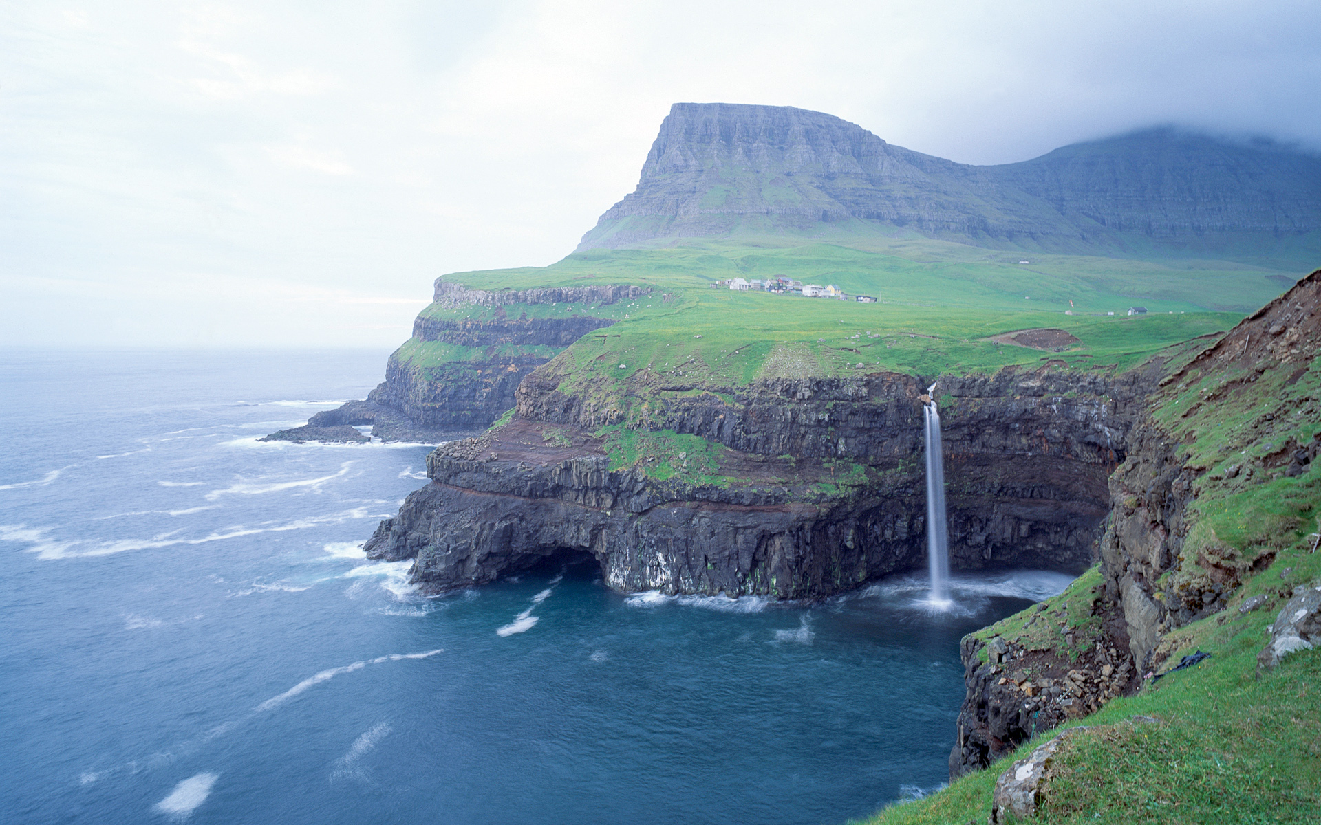 Cliffs-and-sea-in-Faroe-Islands