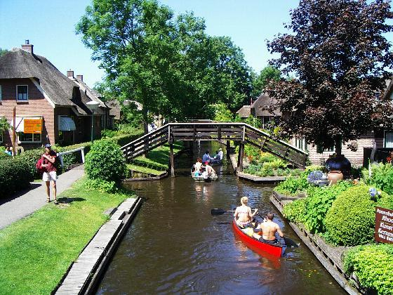 Giethoorn, Netherlands (18 Pictures) - Cruising Outpost ...